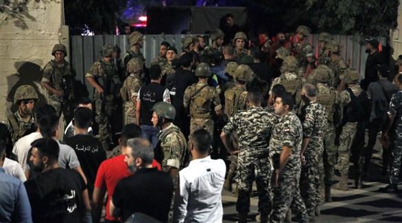 قوات الأمن اللبنانية في موقع سقوط الطائرة المسيرة الإسرائيلية في الضاحية الجنوبية لبيروت (تويتر)