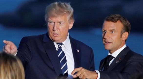 الرئيسان الفرنسي إيمانويل ماكرون والأمريكي دونالد ترامب في بياريتز الإثنين (رويترز)