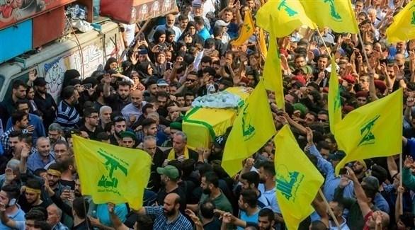 حزب الله يشيع أحد قتلاه الذي سقط بغارة إسرائلية في سوريا (أ ف ب)