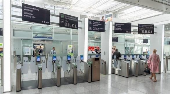 بوابات دخول المسافرين في مطار ميونيخ الألماني (أرشيف)
