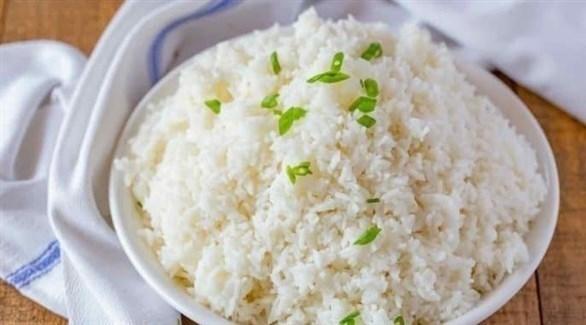 طهي الأرز الأبيض على البخار أو مسلوقاً من دون زيوت (تعبيرية)