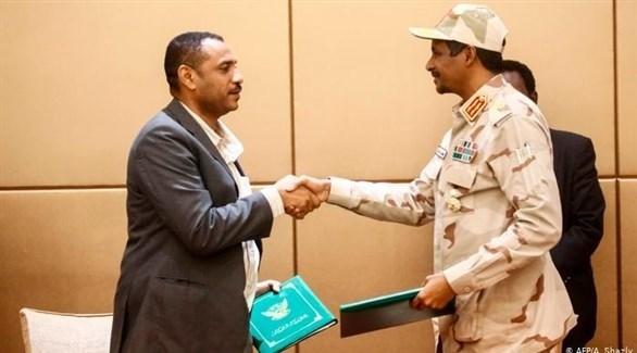 توقيع الأطراف السودانية على الوثيقة الدستورية (أرشيف)