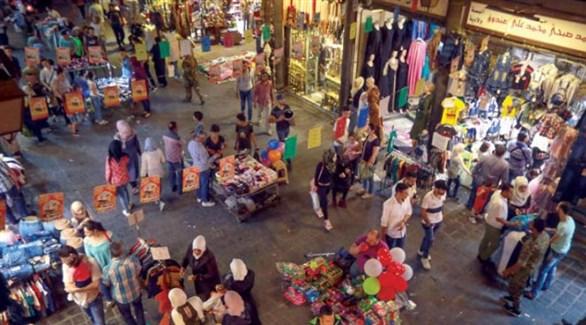 متسوقون في سوق شعبية سورية (أرشيف)