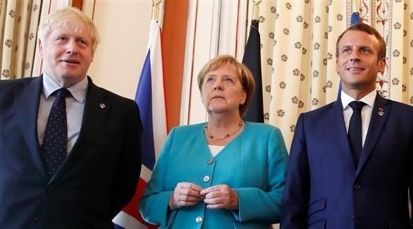 الرئيس الفرنسي إيمانويل ماكرون والمستشارة الألمانية أنجيلا ميركل ورئيس وزراء بريطانيا جونسون (أرشيف)