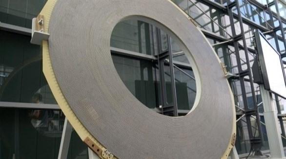 يبلغ طول المغناطيس العملاق خمسة أمتار وقطره خمسة أمتار أيضاً (رويترز)