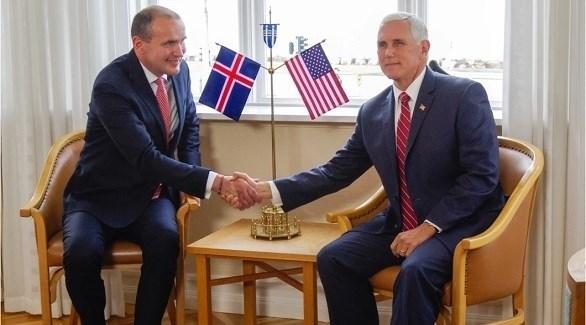نائب الرئيس الأمريكي بنس ورئيس أيسلندا يوهانسون (أرشيف)