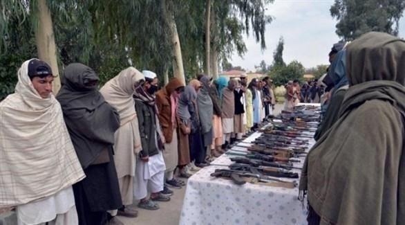 عناصر من طالبان بعد استسلامهم في جلال آباد شرق أفغانستان (أرشيف)