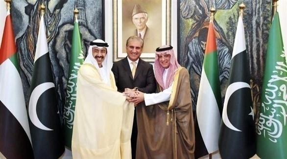 الوزيران السعودي عادل الجبير والإماراتي الشيخ عبد الله بن زايد ووزير خارجية باكستان شاه محمود قريشي (تويتر)