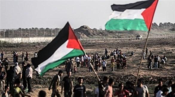 متظاهرون فلسطينيون عند السياج الفاصل بين غزة وإسرائيل (أرشيف)