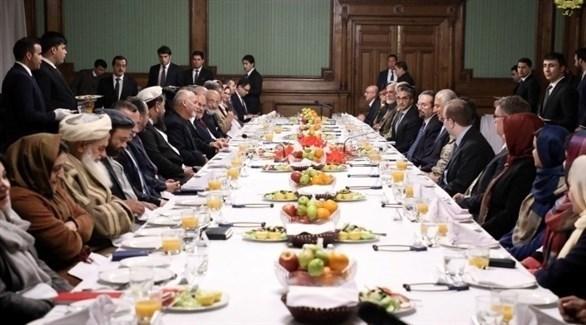 محادثات بين مسؤولين أمريكيين وأفغان (أرشيف)