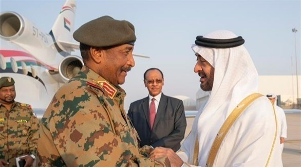 الشيخ محمد بن زايد ورئيس المجلس السيادي في السودان عبدالفتاح البرهان (أرشيف)