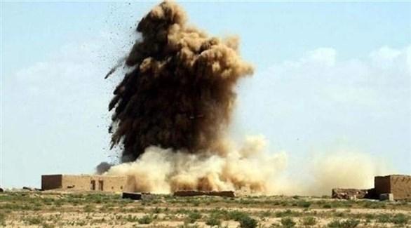 دخان يتصاعد من مواقع لداعش لحظة تدميرها (أرشيف)