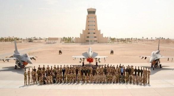 صور جماعية لمشاركين في التدريبات الجوية (وكالة الأنباء العمانية)