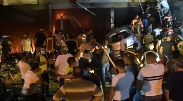 الدفاع المدني اللبناني في موقع الانفجار الذي هز بيروت (تويتر)