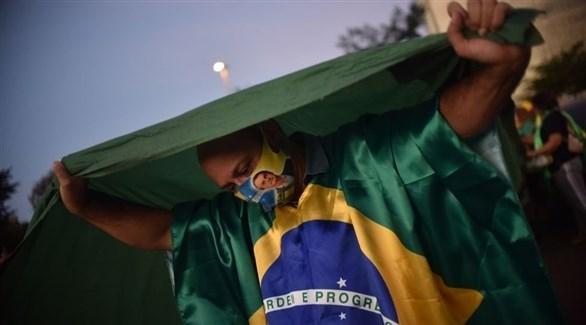 شخص يرتدي كمامة في البرازيل (أرشيف / غيتي)