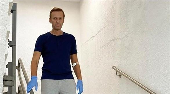 المعارض الروسي أليكسي نافالني خلال تلقيه العلاج في ألمانيا (رويترز)