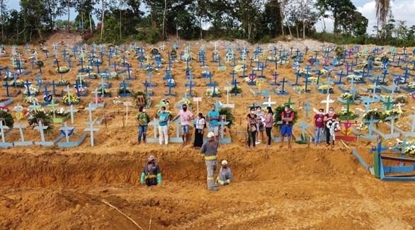 مقبرة مفتوحة لضحايا كورونا في البرازيل (أرشيف / غيتي)