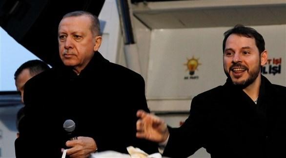 أردوغان وصهره وزير الخازنة والمالية بيرات ألبيراق (أرشيف)