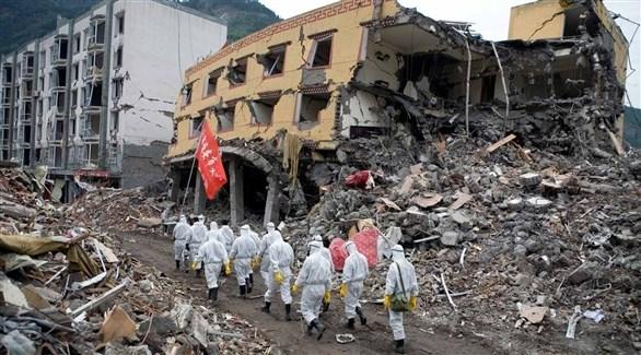 عمال إغاثة في موقع تعرض لزلزال بالصين (أرشيف)