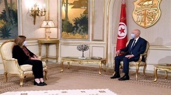 الرئيس التونسي قيس سعيد ورئيسة البعثة الأممية للدعم في ليبيا بالإنابة ستيفاني وليامز (حساب الرئاسة التونسية على فيس بوك)