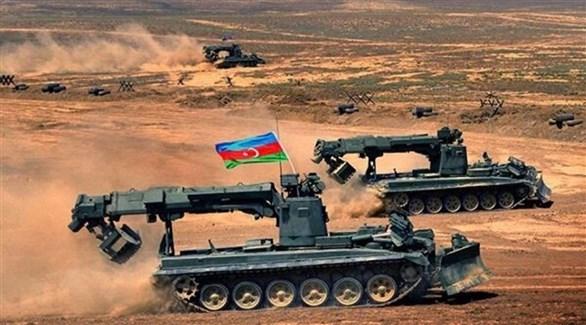 جرافات عسكرية أذرية (أرشيف)