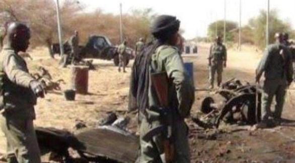 عناصر من قوات الأمن البوركينية في موقع هجوم إرهابي سابق (أرشيف)