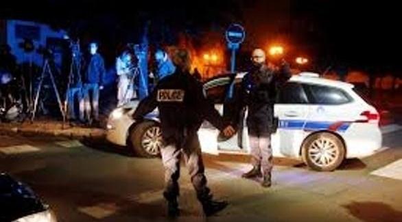عناصر من الشرطة الفرنسية في مكان الحادث (أ ف ب)
