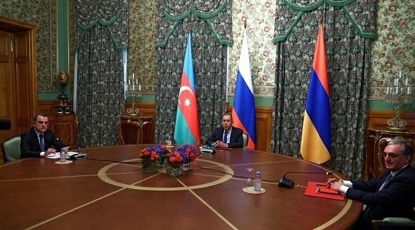 لافروف مع نظيريه الأذربيجاني جيحون بيراموف، والأرمنيزوغراب مناتساكانيان (سبوتنيك)
