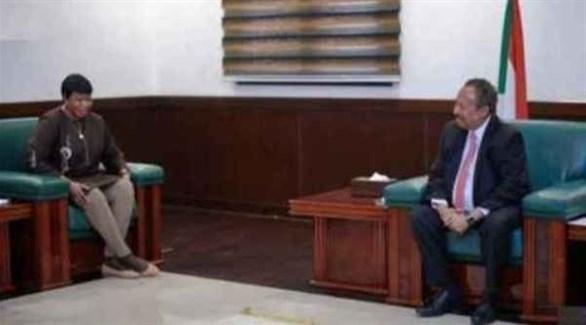 رئيس الوزراء السوداني عبد الله حمدوك والقاضية في الجنائية الدولية فاتو بنسودا