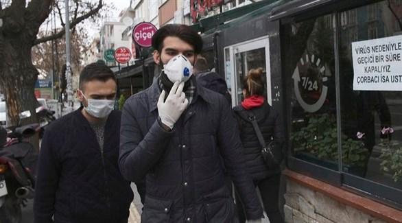 تركيان في أحد شوارع اسطنبول (أرشيف)