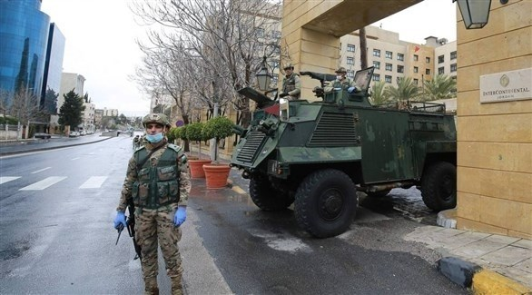 عناصر أمنية تفرض حظر التجوال في الأردن (أرشيف)