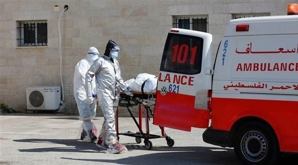 سيارة إسعاف تنقل مصاباً بفيروس كورونا (أرشيف)