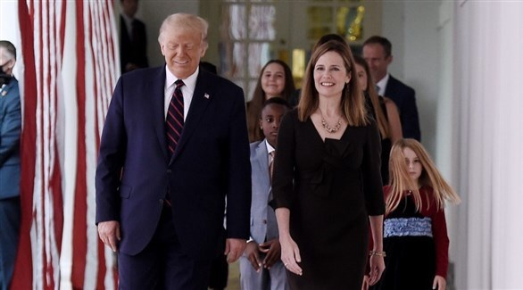 ترامب ومرشحته للمحكمة العليا أيمي كوني باريت (أرشيف)