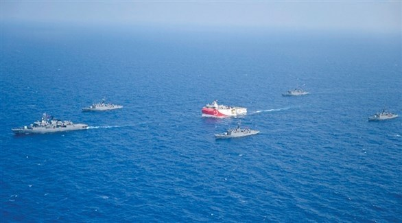 سفن حربية تركية تحيط بسفينة تنقيب (أرشيف)