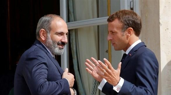 الرئيس الفرنسي إيمانويل ماكرون ورئيس وزراء أرمينيا نيكول باشينيان (أرشيف)