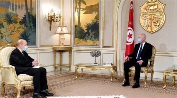 وزير الخارجية الفرنسي لودريان والرئيس التونسي سعيد (أرشيف)