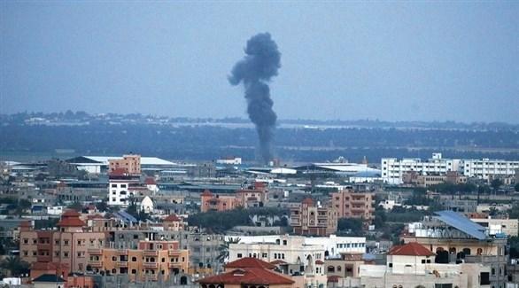 دخان يتصاعد في غزة بعد غارة إسرائيلية سابقة (أرشيف)