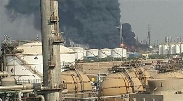 دخان يتصاعد من مصنع للبتروكيماويات بعد انفجاره بإيران (تويتر)