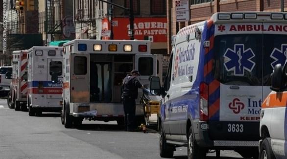 سيارات إسعاف لنقل مصابي كورونا في أمريكا (أرشيف)