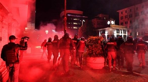 جانب من الاشتباكات بين الشرطة والمحتجين (أ ف ب)
