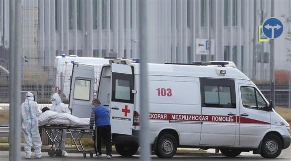 مركبة إسعاف روسية تنقل مصاباً بكورونا للمستشفى (إ ب أ)