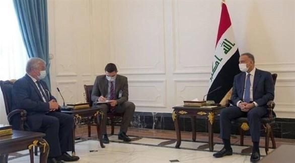 رئيس الوزراء العراقي مصطفى الكاظمي ومبعوث الرئيس الروسي الكسندر لافرنتييف (تويتر)