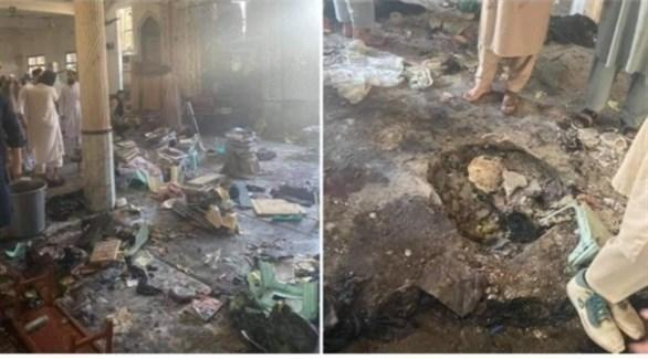 صورتان لحجم الخراب الذي حل بالمدرسة الدينية في باكستان (تويتر)