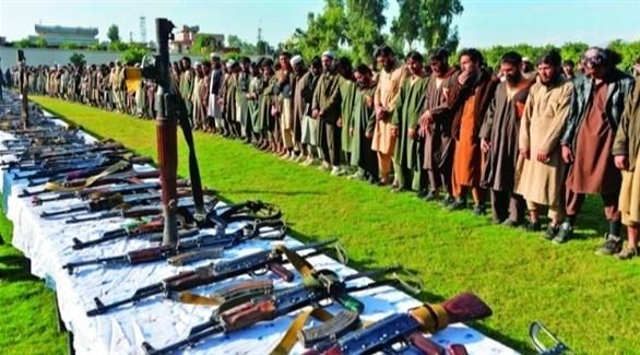 مسلحون من طالبان يسلمون أسلحتهم للأمن (أرشيف)