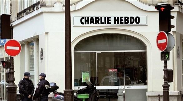 رجال أمن فرنسيين أمام مقر صحيفة شارلي إيبدو الساخرة (أرشيف)