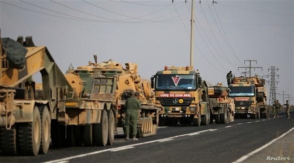 آليات وجنود أتراك يدخلون إلى إدلب (رويترز)