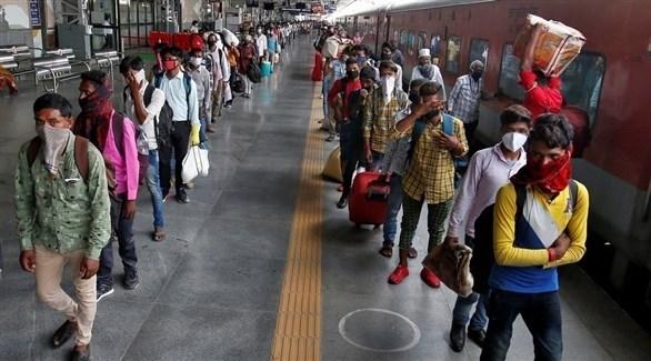 هنود في محطة للقطارات (أرشيف)