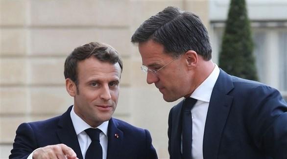 رئيس الوزراء الهولندي مارك روته والرئيس الفرنسي إيمانويل ماكرون (أرشيف)