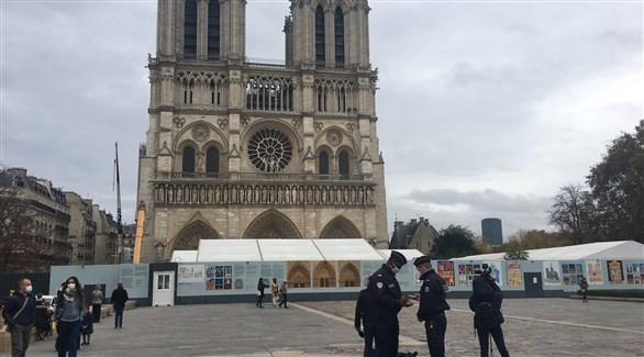 عناصر من الشرطة الفرنسية حول كنيسة نيس المستهدفة اليوم (تويتر)