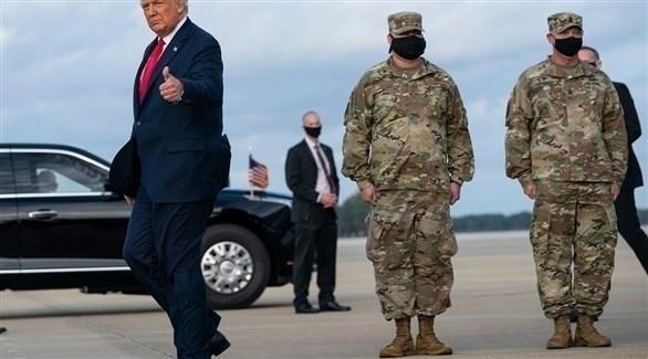 الرئيس الأمريكي دونالد ترامب أثناء توجهه للقاء وحدات القوات الخاصة (فوكس نيوز)